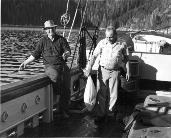 old-vintage-photography-of-fishermans-on-boat-672x544